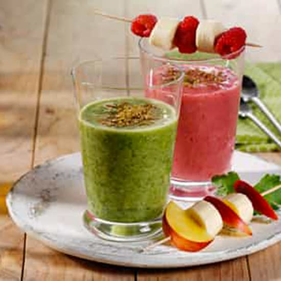 Food Supplement Delicious Wurzelkraft sprinkled on smoothie